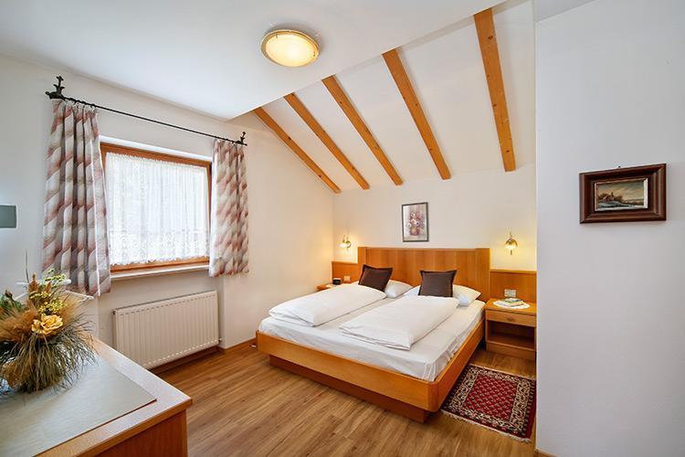 ferienwohnung in dorf tirol residence reinstaller. Black Bedroom Furniture Sets. Home Design Ideas